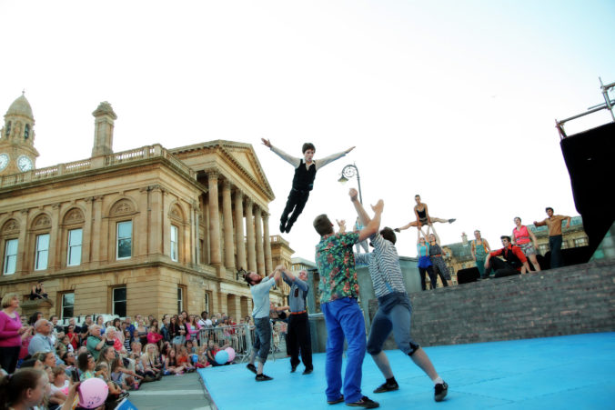 Flying high, Commonwealth Youth Circus Paisley, photo by Stuart Crawford, Creative Commons